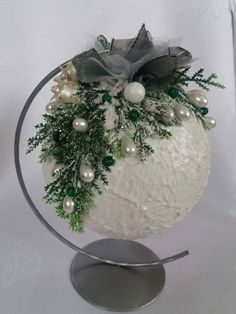 Easy Holiday Decorations, Christmas Candle Decorations, Christmas Tree Ornaments, Christmas Wreaths, Christmas Scenes, Christmas Art, Christmas Projects, Christmas Floral Arrangements, Holiday Crafts