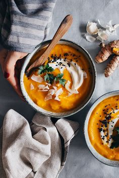 Healing Carrot Soup with Turmeric and Ginger | http://helloglow.co/healing-carrot-soup-with-turmeric-and-ginger/