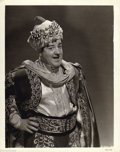 A vintage press shot of comic legend Lou Costello for the 1944 MGM comedy, Lost In A Harem. Hollywood Stars, Classic Hollywood, Old Hollywood, Great Comedies, Classic Comedies, Bud Abbott, Sid Caesar, Red Skelton, Comedy Duos