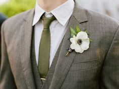 Backyard wedding groom attire boutonnieres New Ideas Grey Suit Wedding, Wedding Groom, Wedding Men, Wedding Attire, Trendy Wedding, Dream Wedding, Bride Groom, Wedding Tuxedos, Wedding Simple