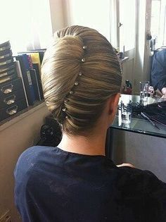 how-to-do-hair-in-a-classic-french-twist - Fab New Hairstyle 1 Dance Hairstyles, Elegant Hairstyles, Bride Hairstyles, Easy Hairstyles, Hairstyle Photos, Toddler Hairstyles, Long Haircuts, Hairstyles 2016, Short Natural Curly Hair