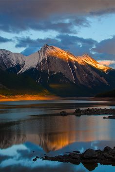 Medicine Lake in Sunset - Medicine Lake, Jasper, AB (by Leo the dude)