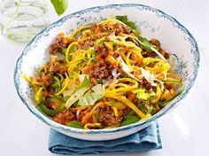 Unser beliebtes Rezept für Gemüsenudeln mit Bolognese und mehr als 55.000 weitere kostenlose Rezepte auf LECKER.de.