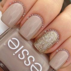 My super quick and simple essie sand tropez with china glaze I'm not lion accent nail polish ideas Diy Ongles, Ongles Beiges, Hair And Nails, My Nails, Nagel Hacks, Nagellack Trends, Gold Nails, Sparkle Nails, Gold Sparkle