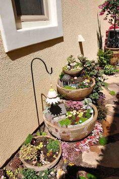 Miniaturgärten in alten Steinschüsseln #miniaturefairygardens