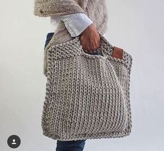 Looks chic and feels just right. For the days when you only w - Knitting Crochet ideas Knitted handbag. Looks chic and feels just right. For the days when you only w . Knitting Projects, Knitting Patterns, Crochet Patterns, Afghan Patterns, Knitting Ideas, Crochet Ideas, Crochet Handbags, Crochet Purses, Crochet Bags