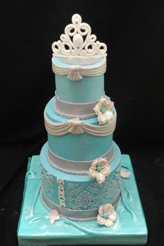 Cinderella Wedding Cake - That is not a wedding cake... Anything with a tiara or crown should be for a child. WTF?