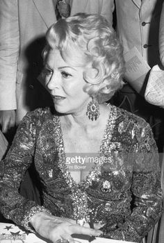 actress lana turner | News Photo: American actress Lana Turner attends the Phoenix House…