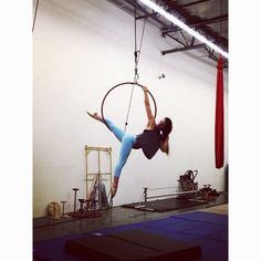 Loving this Thanks for the inspo @hoops.and.arrows! #aerialist #aerialhoop #lyra #oliviajayecirque #flow #cirque #circus #strength #playtime #lepetitcirque #fitness #circuseverydamnday #acrobat