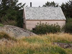 Single family house Risinggård at Karmøy. Architecture Board, Architecture Details, Nordic Lights, Barn Garage, Restoration, Cabin, House Styles, Places, Beautiful