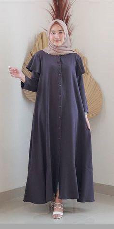 Hijab Style Dress, Casual Hijab Outfit, Abaya Fashion, Fashion Dresses, Habits Musulmans, Muslimah Clothing, Girls Dresses Sewing, Muslim Women Fashion, Abaya Designs