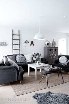 I love the black / grey / white color schemed living room! ♥ Home Decor Ideas.