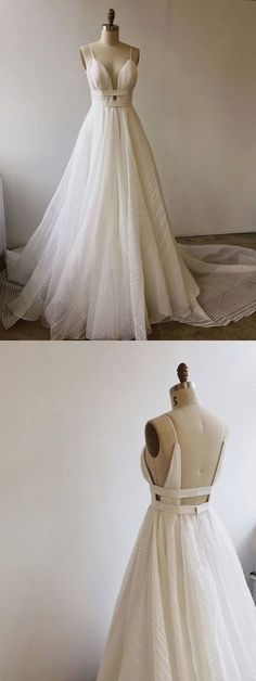 White bride dresses. All brides think of having the most appropriate wedding day, but for this they need the ideal wedding dress, with the bridesmaid's dresses complimenting the wedding brides dress. Here are a variety of tips on wedding dresses.