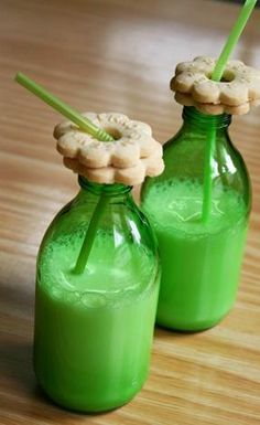 milk and cookies!  http://colunas.revistacasaejardim.globo.com/paodelo/category/festa-infantil/