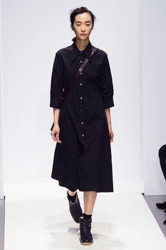 Margaret Howell, A-H - L'officiel de la mode Diy Fashion, Fashion Show, Autumn Fashion, Fashion Outfits, Womens Fashion, Fashion Design, Fashion 2018, London Fashion, Margaret Howell