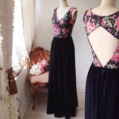 Adalba #Boutique1861 / Black  and flowers are always a good choice for any occasion ! #promdresses #bridesmaids