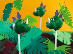 Dinosaur cake pops are a great project for bakers who have a wild imagination.  Since no one really knows what dinosaurs looked like, it is left to your own interpretation @craftfoxes