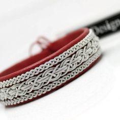 Sami bracelet in Red reindeer leather.