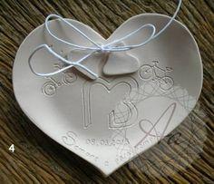 Porta Alianças em Cerâmica Modelado à mão *Modelo série simples Brasão  www.atelieranart.com.br
