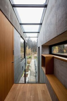 Bright hallways...Family House In Kunratice / Aulík Fišer Architects