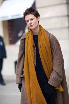 Street Style at Spring Summer 2014 Paris Haute Couture Winter Wear, Autumn Winter Fashion, Paris Street Fashion, Style Haute Couture, Couture Fashion, Street Style Looks, Minimalist Fashion, Style Guides, Womens Fashion