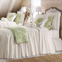The bedcover with ruffle fall, your guests would be wowed, credit @homebunch  #bedcover #bedroom #countryliving