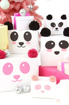 Panda Gift Wrap DIY - How to Wrap Your Gifts / Pak je cadeautjes deze Kerst in als schattige pandaberen Simple Gifts, Easy Gifts, Creative Gifts, Cute Gifts, Flamingo Gifts, Panda Gifts, Christmas Gift Wrapping, Christmas Gifts, Christmas Tree