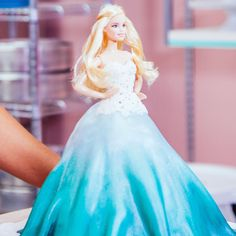 Ombre Teal Vanilla Cake With A Flowing Fondant Gown Round Cake Pans, Round Cakes, Aqua Cake, Pearl Paint, Italian Meringue, Center Cut, Barbie Cake, Diy Cake, Blue Pearl