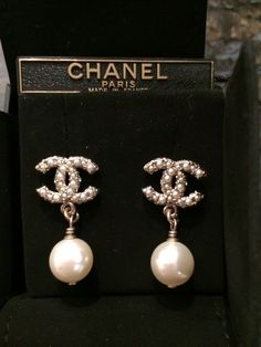 Chanel Earrings Please visit our store if not necessarily Ch . - joyeria fina - Chanel Earrings Visit our store if it doesn& have to be Chanel …. Cute Jewelry, Jewelry Accessories, Fashion Accessories, Fashion Jewelry, Fashion Fashion, Fashion Weeks, Diy Jewelry, Luxury Fashion, Fashion Outfits