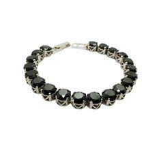 """Black Diamond"" Unikat aus Sterlingsilber 32,18 ct. - Länge 20,5 cm #JOY #Einzelstücke #Handarbeit #Moissanit #Armband #moissanitarmband #moissanite #bracelet #moissanitebracelet #moissanitschmuck #moissanitejewelry #moissanitejewellery #handgefertigt #handmade #unikat #unique #uniquepiece #Geschenkidee #Geschenk #gift #cadeau #regalo #love #Herz #heart #handmadejewelry #bijouxmoissanite #gioiellimoissanite #schmuck #jewelry #schmuck #jewellery #bijoux #Braccialemoissanite… Moissanite, Unisex, Black Diamond, Handmade Jewelry, Beaded Bracelets, Gifts, Gift Ideas, Bangle Bracelet"