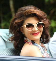 Hangout with Jacqueline Fernandez on February 13 at 4pm  http://timesofindia.indiatimes.com/entertainment/hindi/bollywood/Do-you-have-a-question-for-Jacqueline-Fernandez/social/46184823.cms?utm_source=twitter.com&utm_medium=referral&utm_campaign=TOIEntertain1…