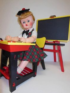 VINTAGE 1960'S DELUXE READING SUZY SMART DOLL W DESK AND CHALK BOARD #DollswithClothingAccessories