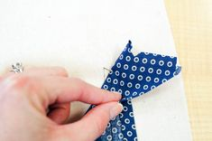 The sleeve placket on the Granville Shirt looks complicated, but it's easier than it looks! How to sew a tailored shirt placket on a dress shirt. Sewing Lessons, Sewing Hacks, Sewing Tips, Sewing Ideas, Tailored Shirts, Sewing Patterns, Fashion Dresses, Men Shirt, Fabric