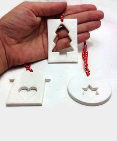 Christbaumschmuck! Baum-Dekor! Einzigartige Ornament! Satz von drei. Sie sind von mir handgefertigt aus Polymer Clay und lackiert für Haltbarkeit. Sie sind unterschiedlich groß und sie messen etwa wie folgt: 1. Runde Ornament - 5cm (1,97 Zoll) 2. Haus Ornament - 6 x 5,5 cm (2,36 Zoll x 2,16 Zoll) 3. rechteckige Ornament - 6,2 x 4,5 cm (2,44 Zoll x 1,77 Zoll) ♥♥♥♥♥♥♥♥♥♥♥♥♥♥♥♥♥♥♥♥♥♥ Ein liebenswert Geschenk für einen geliebten Menschen oder als Behandlung für sich selbst. Ideal für Weihnac...