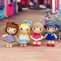 Happy Sunday  Four sweetie dollies are going out to play 一群可爱的小姑娘