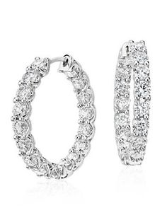Seventeen brilliant diamonds are prong-set in 18k white gold for a continuous band of brilliance around each hoop.