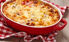 Macaroni casserole with ground beef Pasta Casserole, Pasta Bake, Casserole Recipes, Twisted Pasta, Ground Beef Casserole, Baked Ziti, Easy Pasta Recipes, Macaroni And Cheese, Stuffed Peppers
