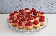 Mini muffiny waniliowe z konfiturą truskawkową
