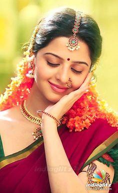 Indian celebrities Classy Looks --Sasi Prabha Beautiful Girl Indian, Most Beautiful Indian Actress, Beautiful Girl Image, Beautiful Saree, Beautiful Actresses, Beautiful Life, Cute Beauty, Beauty Full Girl, Beauty Women