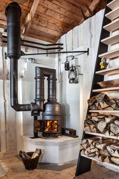 Cast iron stove called bergslagskamin made around year 1750 so i did not make the stove but fixed it and made the things around Cottage Fireplace, Home Fireplace, Fireplace Design, Hanging Fireplace, Fireplace Ideas, Cast Iron Stove, Cast Iron Fire Pit, Wood Stove Cooking, Brick Fireplace Makeover