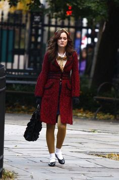 """Whether she was rocking bright red tights or a pastel blue bucket hat, Blair Waldorf was without a doubt a fashion icon. Here are 31 of her most memorable outfits on """"Gossip Girl. Blair Waldorf Looks, Estilo Blair Waldorf, Blair Waldorf Outfits, Blair Waldorf Gossip Girl, Blair Waldorf Style, Gossip Girl Blair, Gossip Girls, Gossip Girl Outfits, Gossip Girl Fashion"""