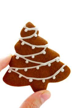 Christmas My favorite Gingerbread Cookies recipe! It's easy to make as soft or as crispy as you'd like, the cookies are easy to cut out and decorate, and they are perfect for the holidays! Easy Gingerbread Cookies, Xmas Cookies, Cookies Soft, Gingerbread Houses, Gingerbread Man Icing Recipe, Decorated Christmas Cookies, Christmas Gingerbread Men, Ginger Bread Cookies Recipe, Ginger Cookies