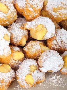 Bombolotti alla crema - The cream buns Vegan Cake, Vegan Desserts, Delicious Desserts, Cream Bun, Vegan Gains, Italian Pastries, Frappe, Biscotti, Delish