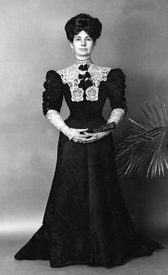 1900-1905 Evening dress by Jean-Philippe Worth.