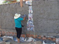Clean up the World - Bottle Buildings Uses For Plastic Bottles, Plastic Bottle House, Recycled Glass Bottles, Eco Buildings, Caribbean Homes, Bottle Wall, Natural Building, Private Garden, Clean Up