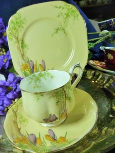 CROWN ROYAL ALBERT TEA CUP AND SAUCER TRIO ~CROCUS~ HP CROCUS DECO c1932  | Pottery & Glass, Pottery & China, China & Dinnerware | eBay!