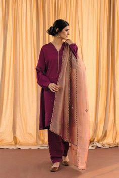 2019 Casual Fashion Trends For Women - Fashion Trends Pakistani Fancy Dresses, Pakistani Fashion Party Wear, Pakistani Wedding Outfits, Pakistani Dress Design, Indian Fashion, Indian Designer Outfits, Indian Outfits, Stylish Dresses, Simple Dresses