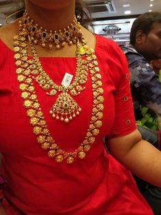 Gold Bridal Jewellery Sets, Indian Gold Jewellery Design, Jewellery Designs, Jewelry Sets, Gold Mangalsutra Designs, Lotus Jewelry, Gold Jewelry Simple, Antique Necklace, Latest Jewellery