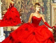 """Na época romana, o vermelho virou a cor preferida, simbolizando o sangue novo da nova família. Surgiram as celebrações suntuosas, tendo a rainha Vitória, na Inglaterra, usado o primeiro vestido de noiva tal como conhecemos hoje em dia. Ela também teria inaugurado o """"casamento por amor"""", o sentimento básico que deveria unir um homem e uma mulher."""