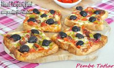 Bread Pizza Recipe, How To? Copycat Recipes, Pizza Recipes, Stale Bread, Bread Ingredients, Sausage And Peppers, Recipe Sites, Stuffed Green Peppers, Easy Desserts, Vegetable Pizza